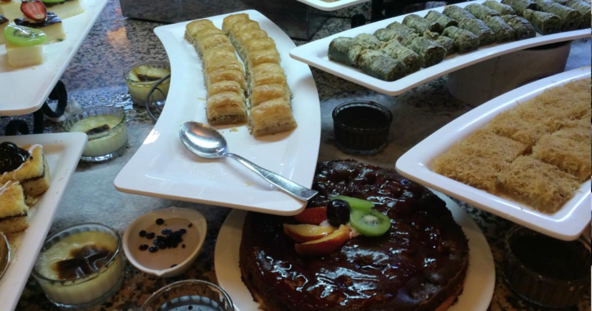 В турецких отелях запретили туристам брать еду со «шведского стола»