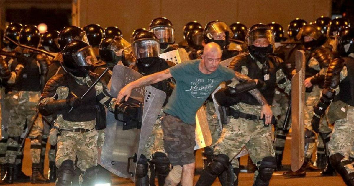 Первая жертва в Минске: по всей стране идут столкновения с протестующими