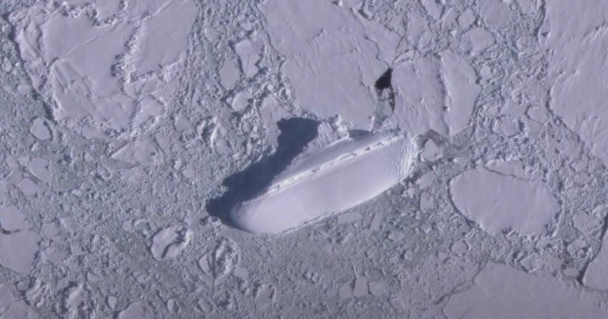 Пользователь нашел огромную замершую яхту у берегов Антарктиды