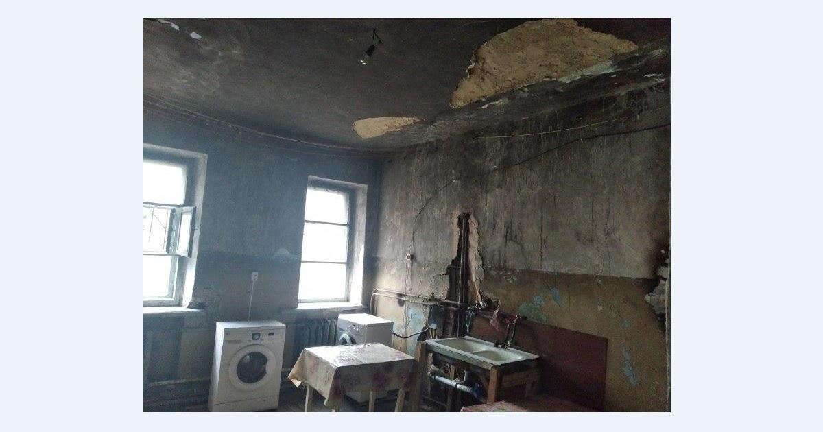 «Дом из фильма ужасов»: под Челябинском на ребенка упал кусок потолка