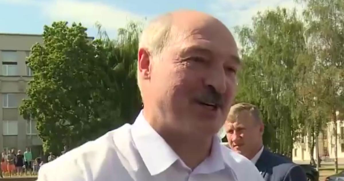 Лукашенко закрывает все бастующие предприятия страны