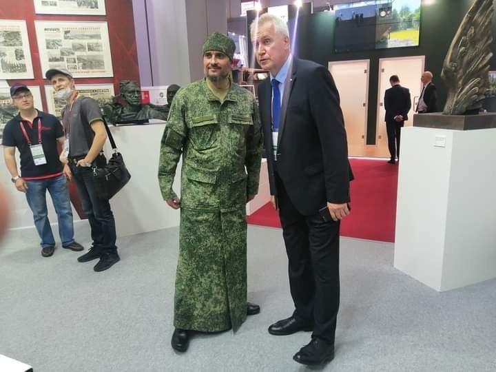 Военные показали камуфляжные рясы для российских священников