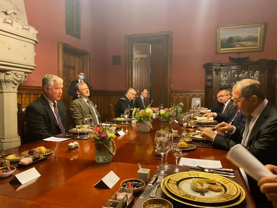 Заместитель Госсекретаря США попробовал в Москве щи с грибами