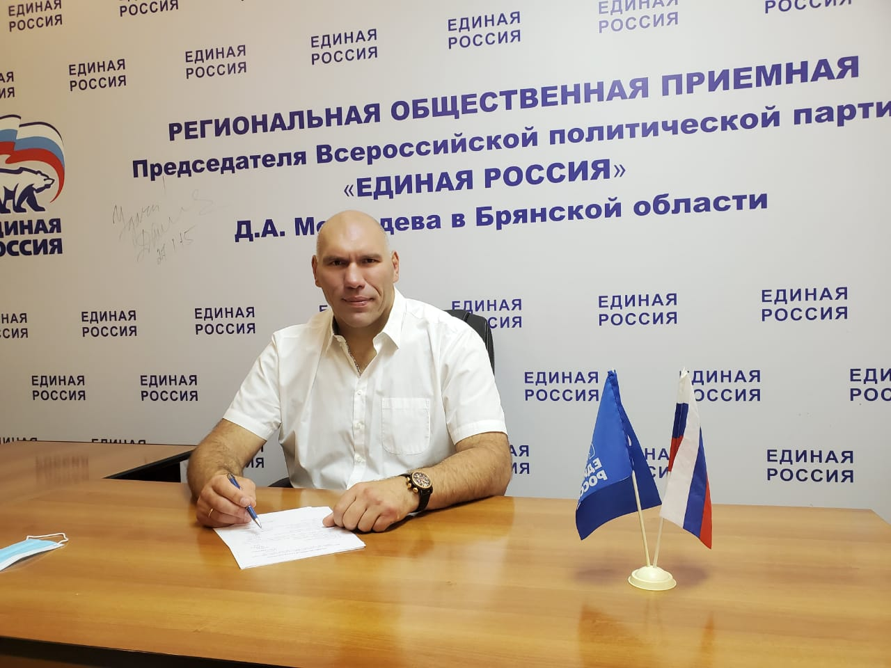 Валуев похвалил Лукашенко за видео с автоматом