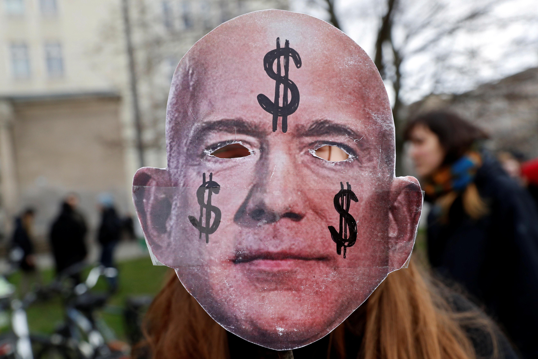 Богатейший бизнесмен мира стал самым богатым человеком в истории