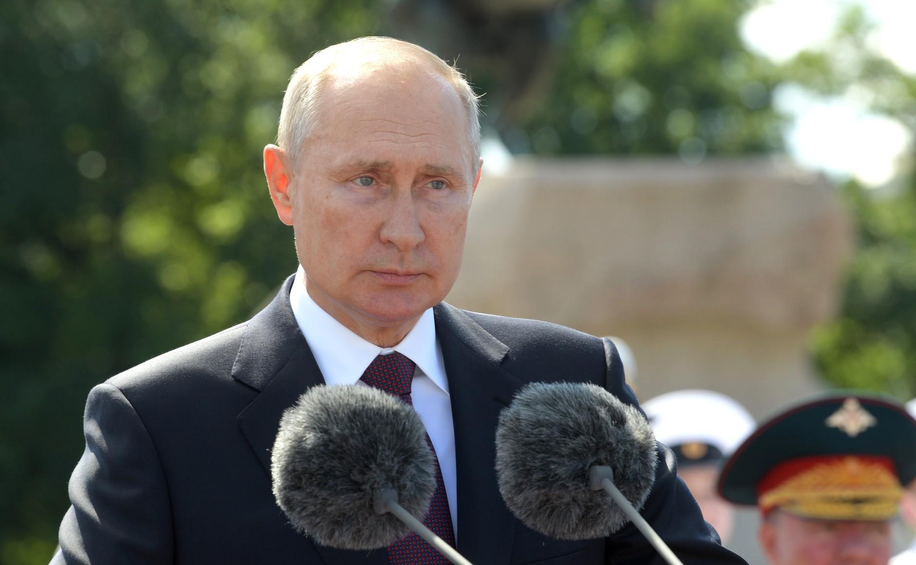 """""""Левада-центр"""": рейтинг одобрения работы Путина вырос на 6%"""