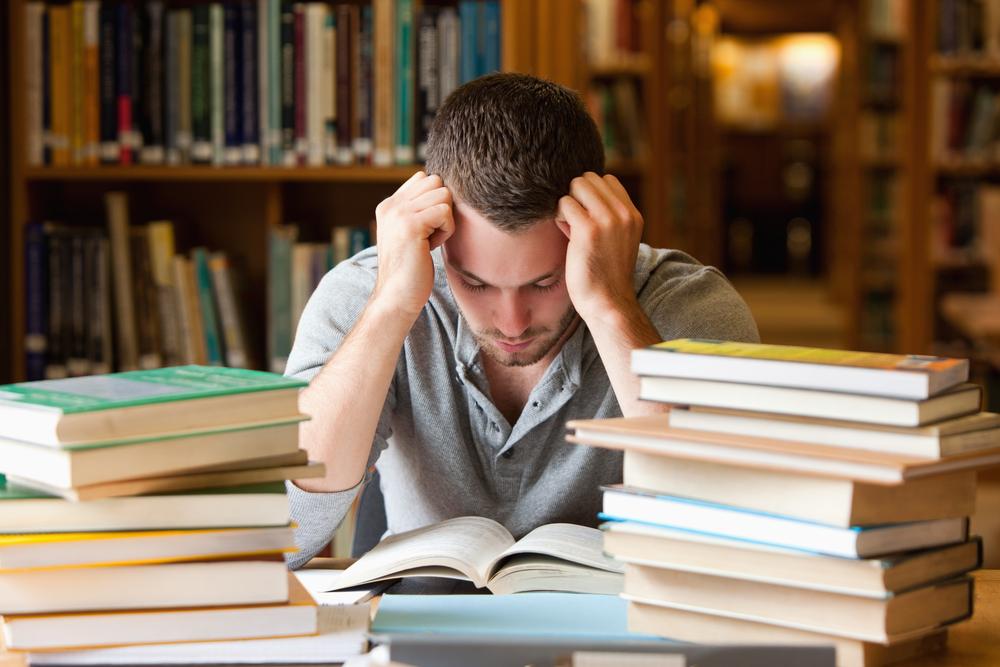 Отчисленный студент попытался засудить автора своей дипломной работы