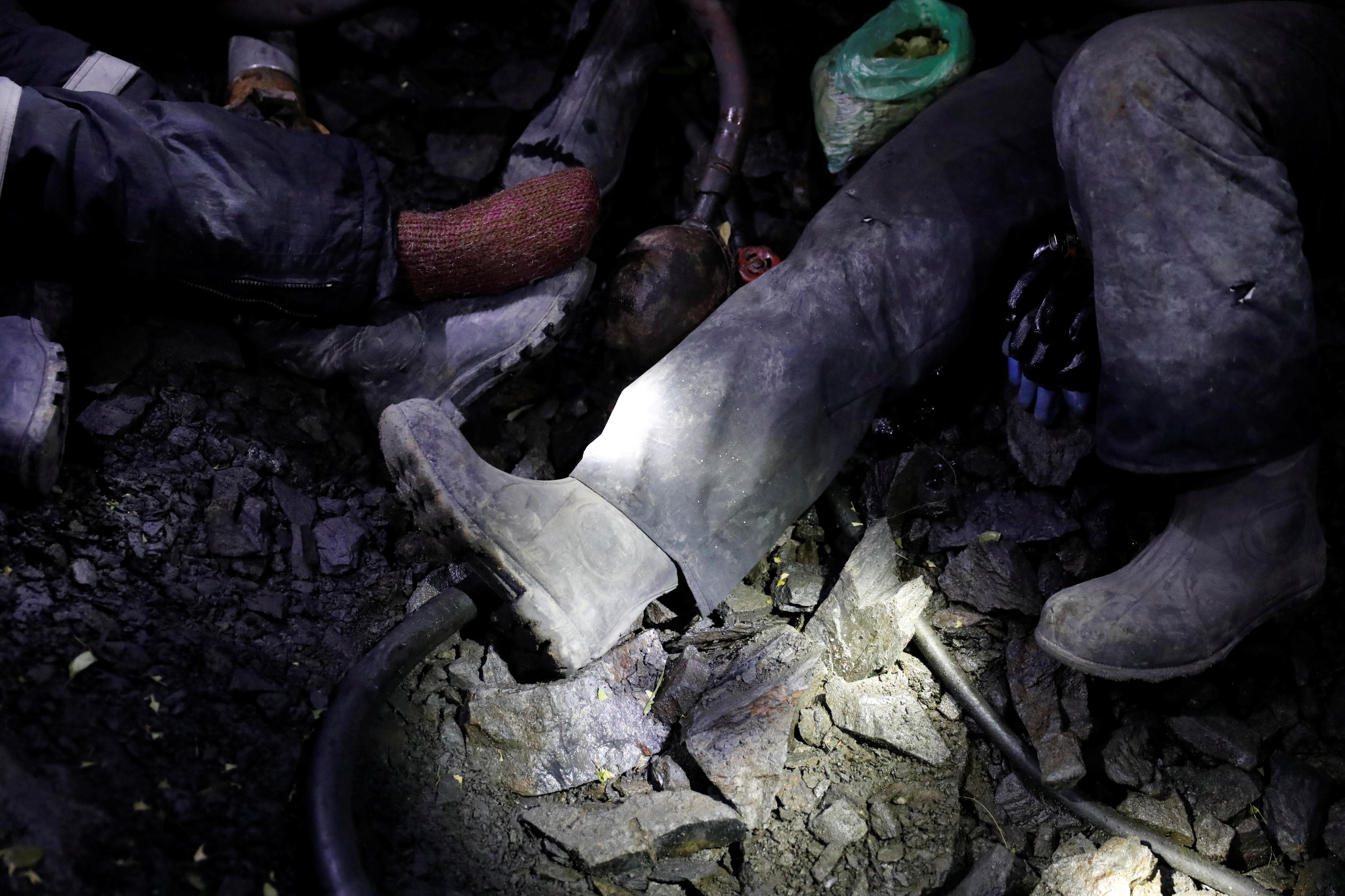 200 уральских горняков эвакуировали из-за дыма в шахте