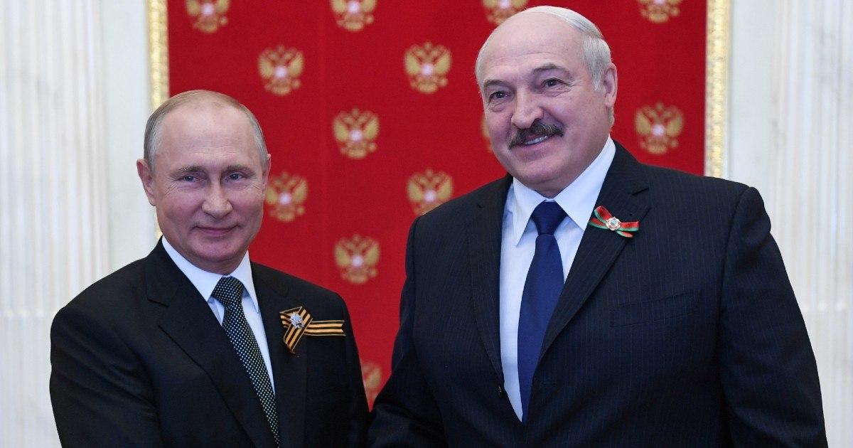 Путин: Россия сформировала резерв силовиков для помощи Белоруссии