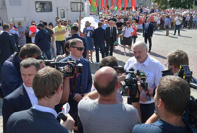 Лукашенко пригрозил протестующим студентам армией