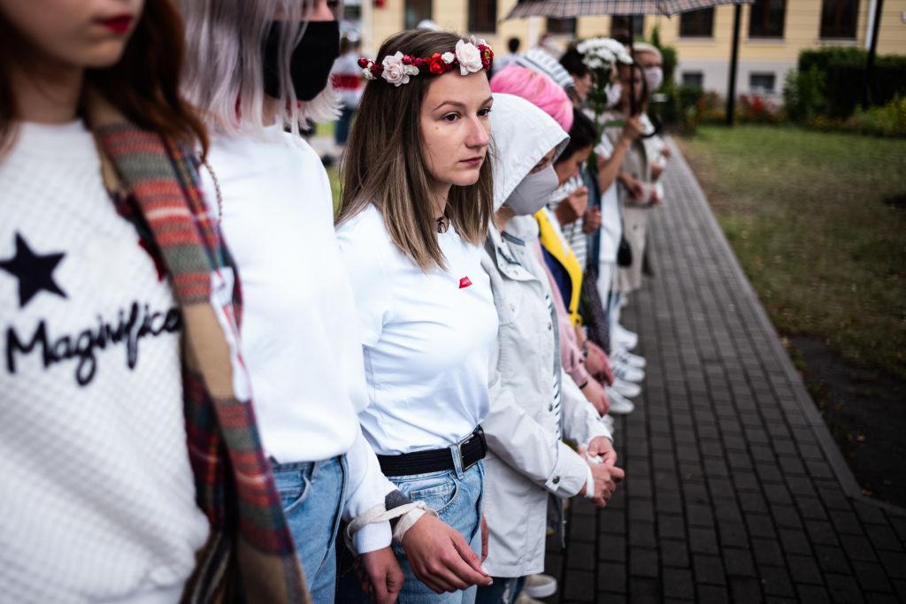 Женщины на митинге в Минске спасли мужчину от силовиков
