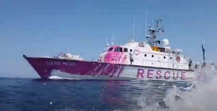 Купленное Бэнкси судно для мигрантов подало сигнал бедствия