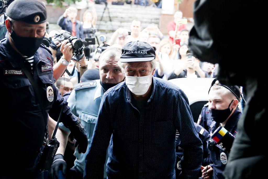 Ефремов воспользовался правом не отвечать на вопросы представителя потерпевших