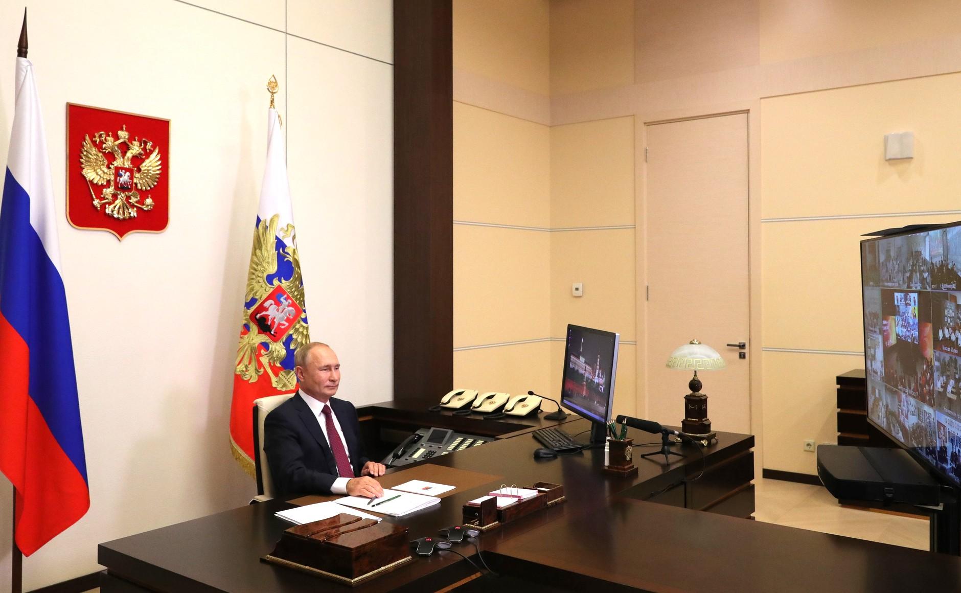 """Путин: пандемия показала, что Россия — не """"страна-бензоколонка"""""""
