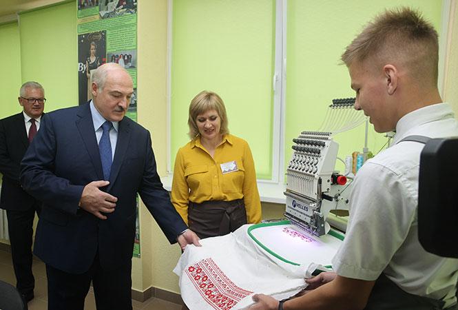 """Лукашенко попросил о возможности """"протянуть хоть пять лет"""""""