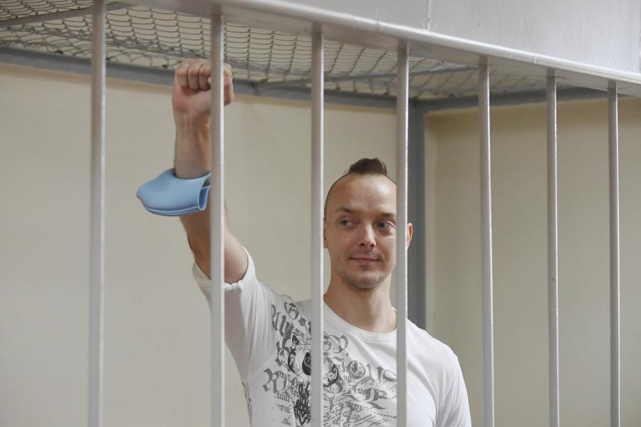 Арест Ивана Сафронова продлили на три месяца