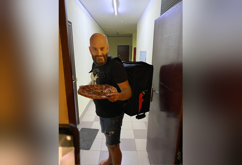 В Краснодаре «Шуфутинские» разносят пиццу заказчикам