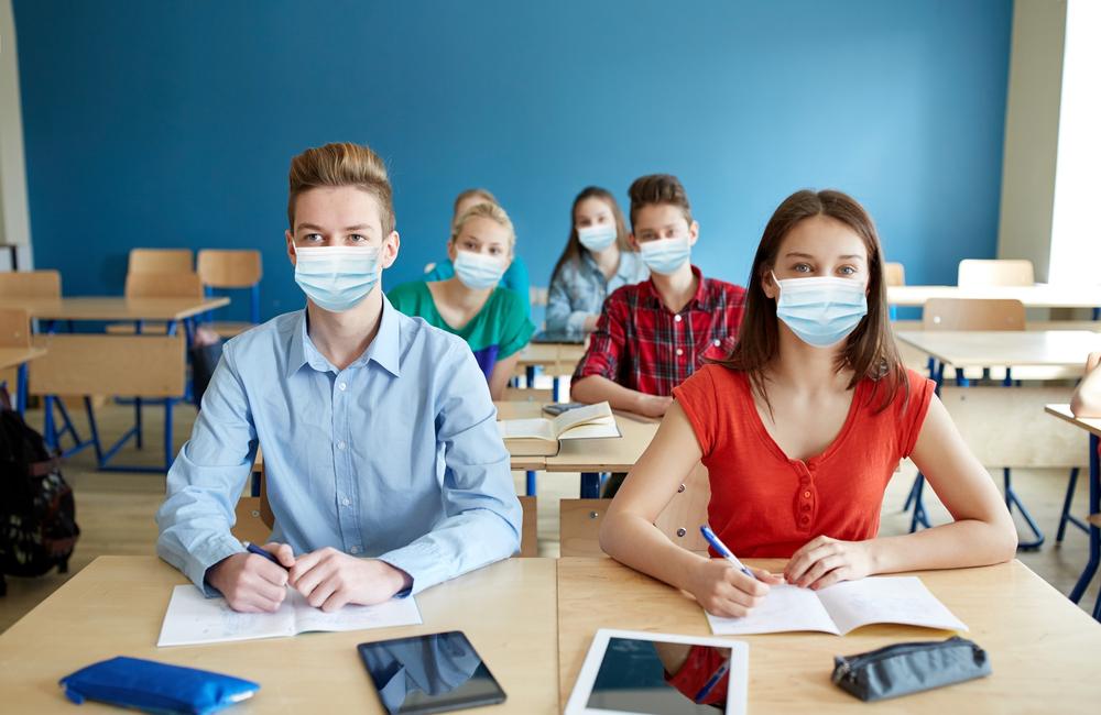 Ученые выяснили, что ученики старших классов активнее распространяют коронавирус