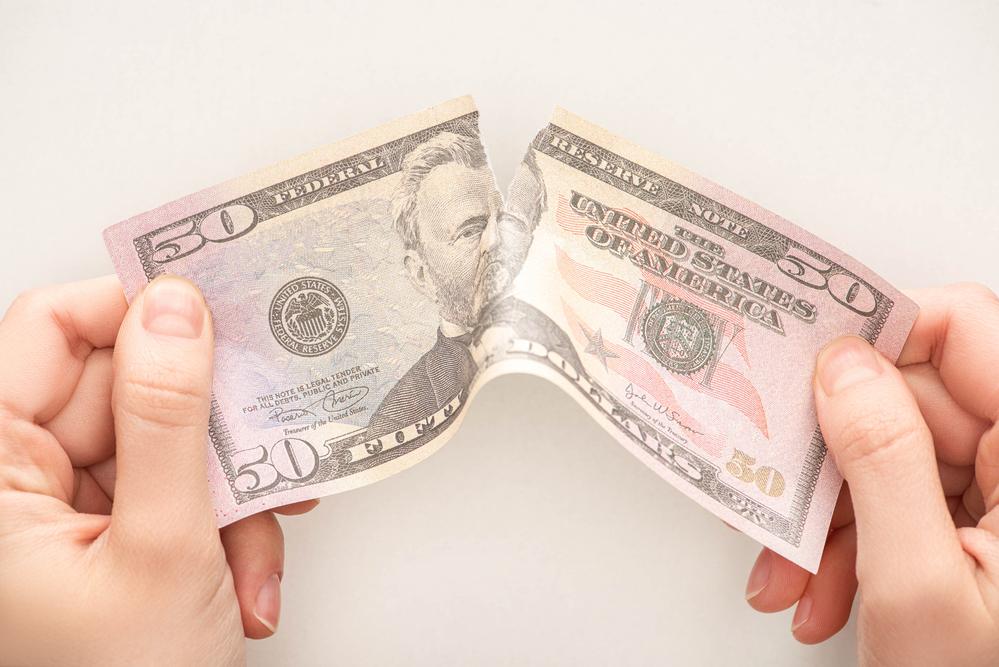 Эксперт спрогнозировал падение доллара на треть