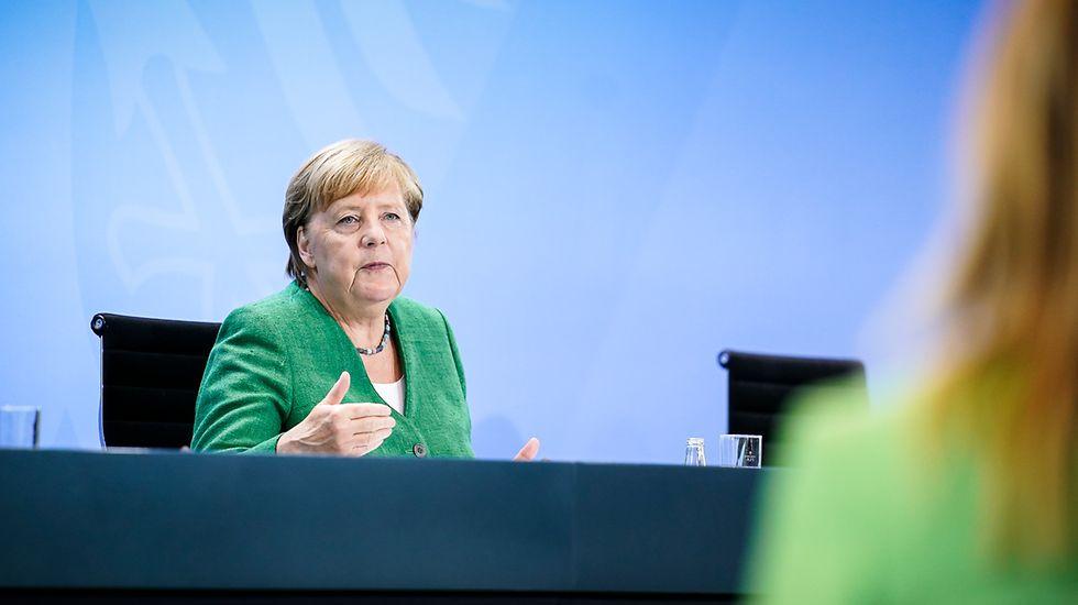 """Bloomberg: коалиция Меркель сопротивляется отказу от """"Северного потока — 2"""""""
