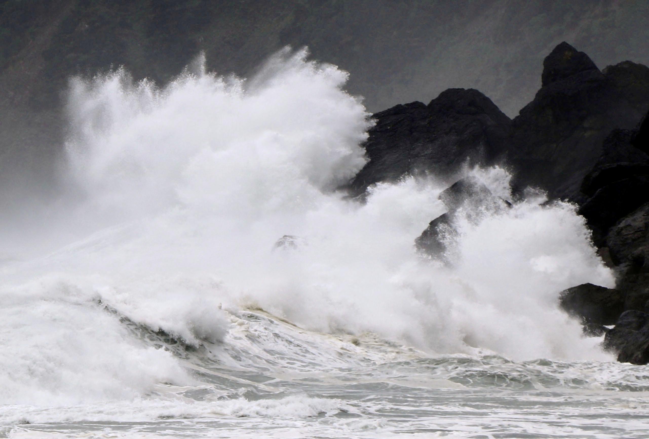 Сотни тысяч японцев предупредили об эвакуации из-за тайфуна