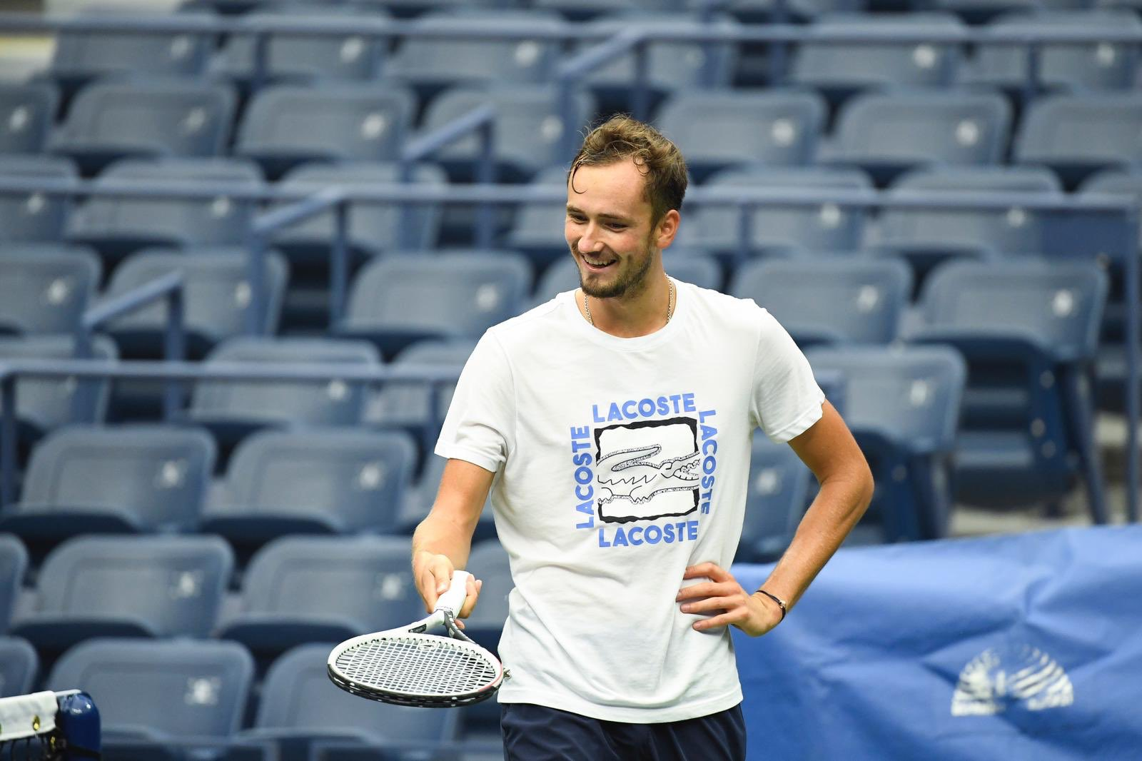 Американский теннисист показал Даниилу Медведеву средний палец