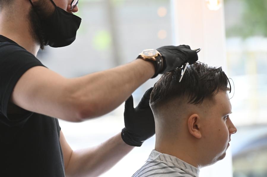 Более 10% парикмахерских и салонов красоты России так и не открылись