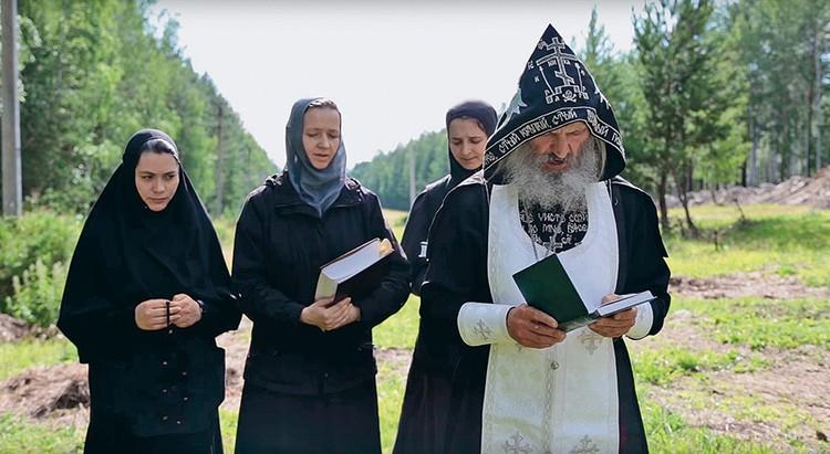 Мятежного отца Сергия отлучили от церкви