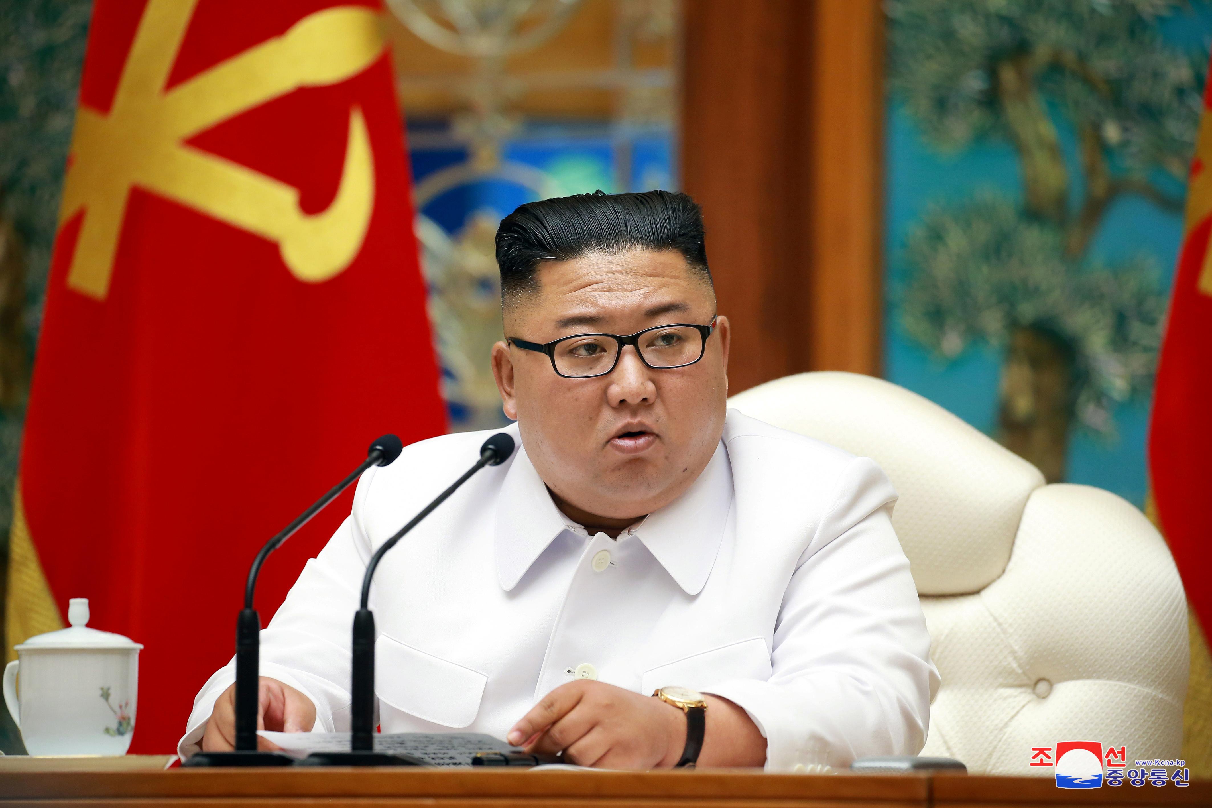"""СМИ: Ким Чен Ын в своих письмах называет Трампа """"Ваше превосходительство"""""""