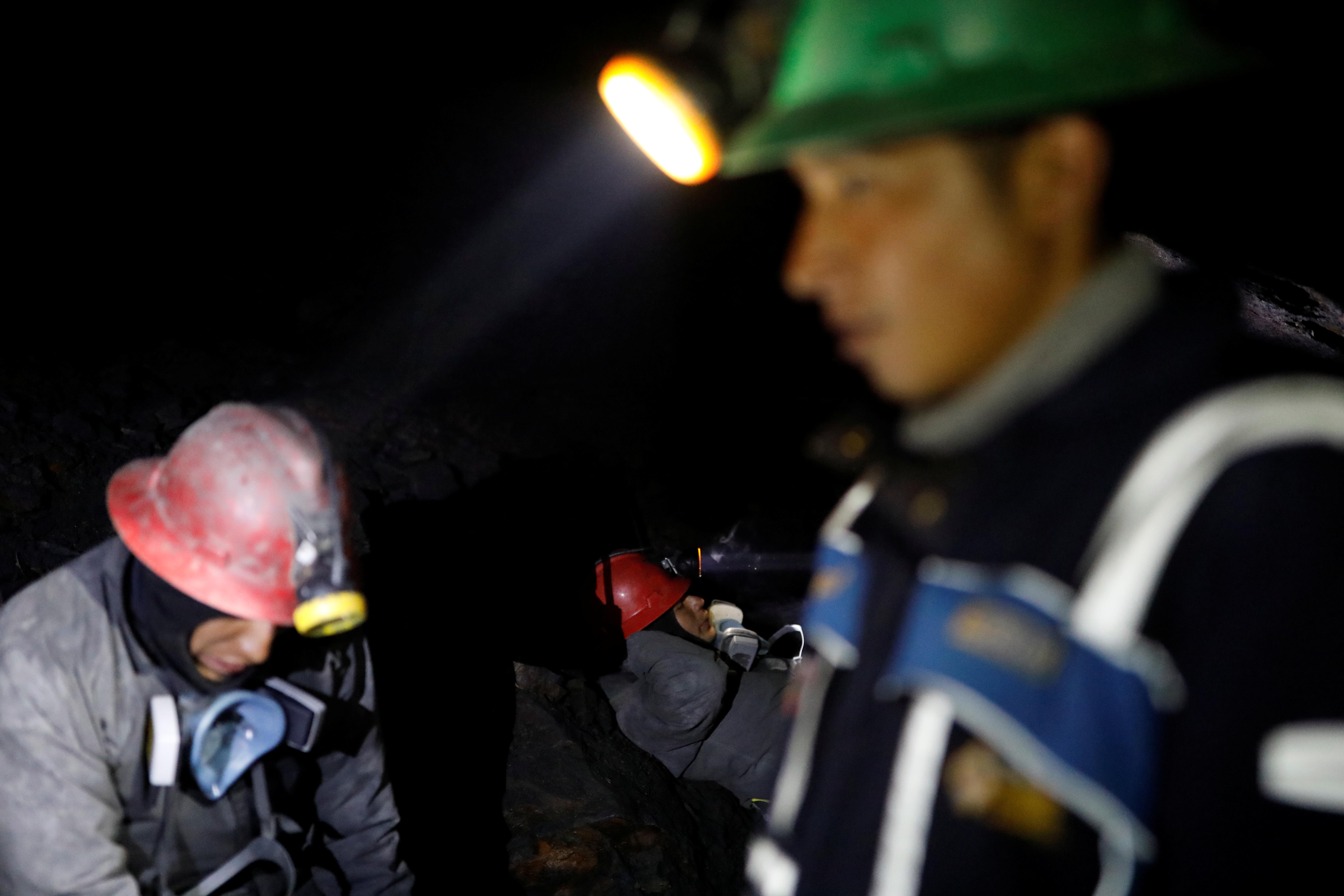 В обвалившейся шахте на Кузбассе погиб человек