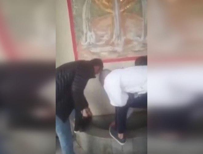 Чеченцы помыли обувь в святом источнике православного храма