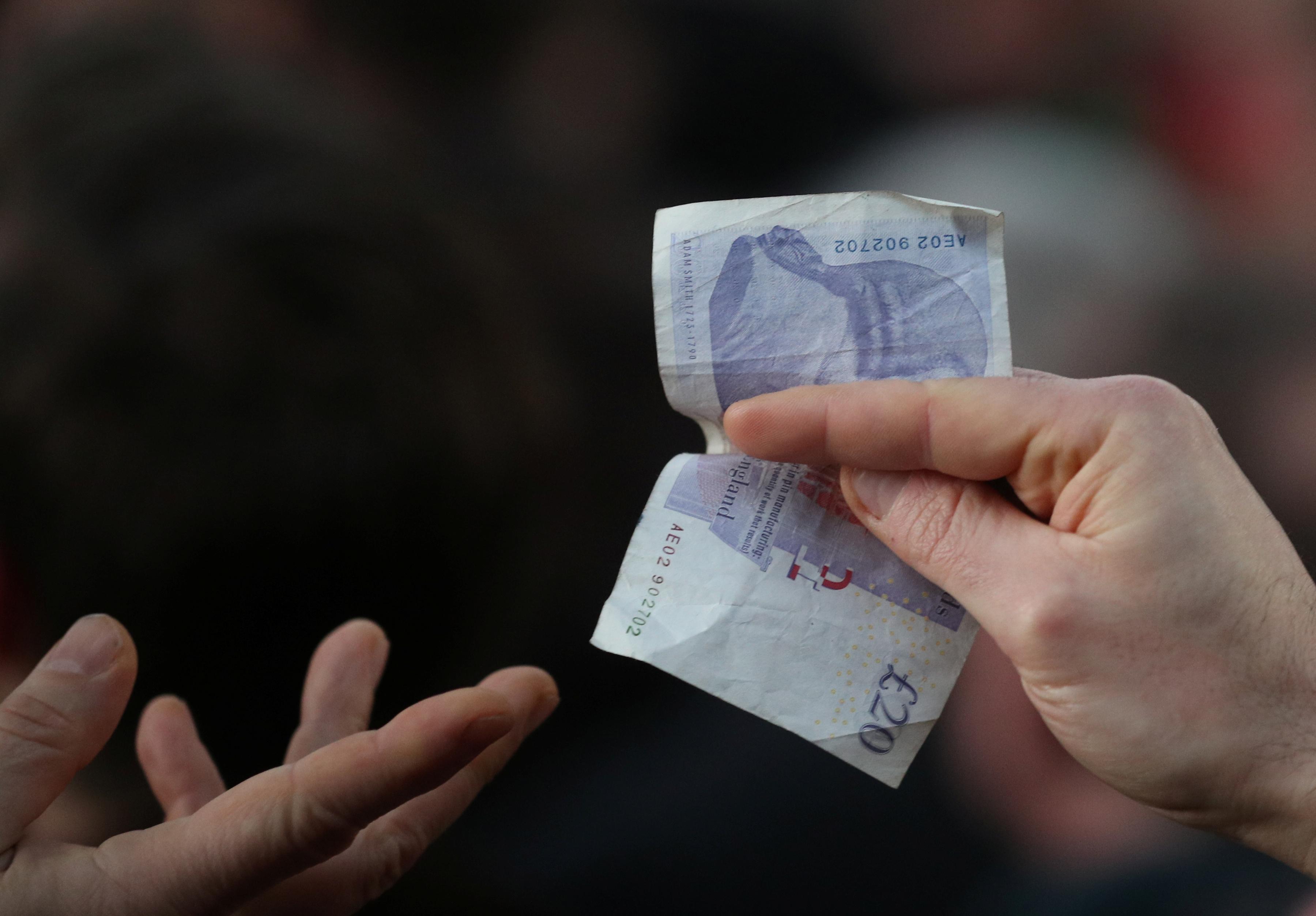 В России предложили ввести минимальную почасовую зарплату
