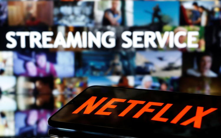 Российские пользователи Netflix с 15 октября будут платить в рублях
