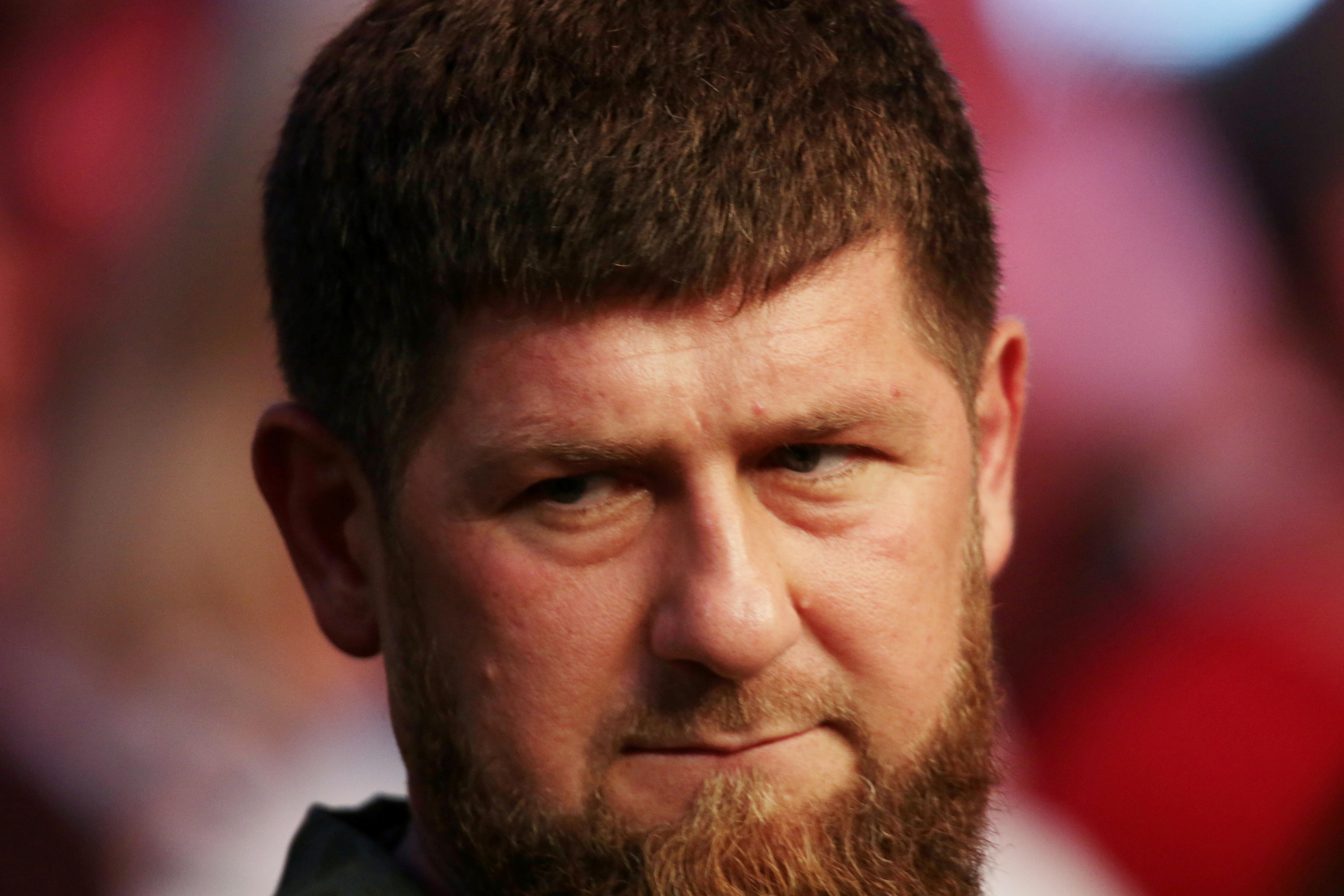 Кадыров открестился от помывших обувь в храме дебоширов