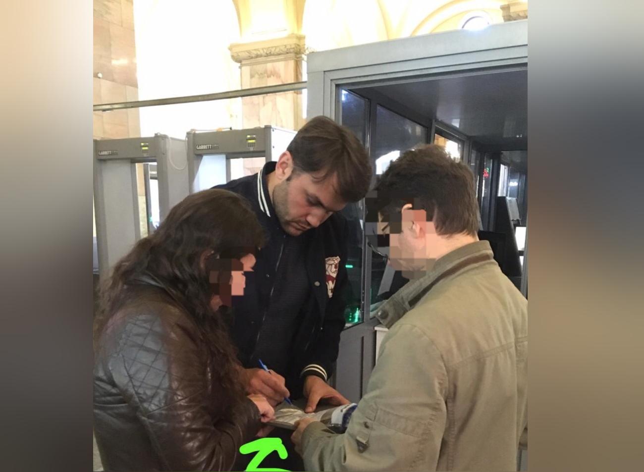 Вокзал в Петербурге закрыли на несколько часов из-за неудачной шутки актера