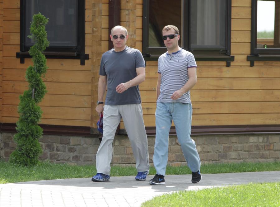 Путин наградил Медведева орденом на день рождения
