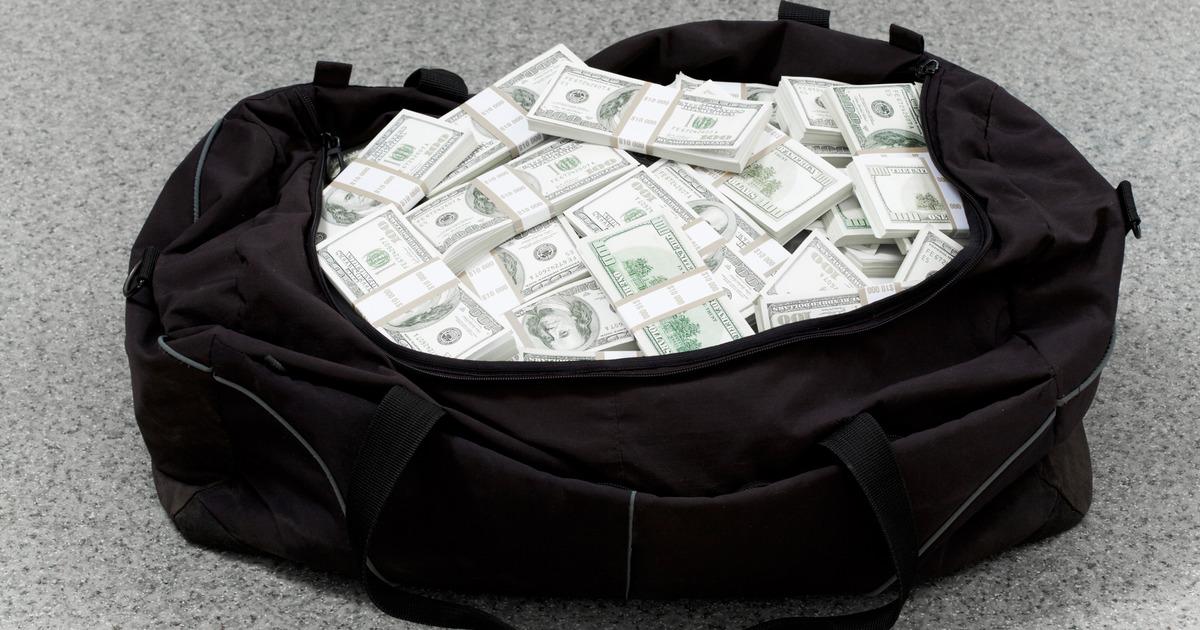 Крымские таможенники изъяли у украинца 61 тысячу долларов