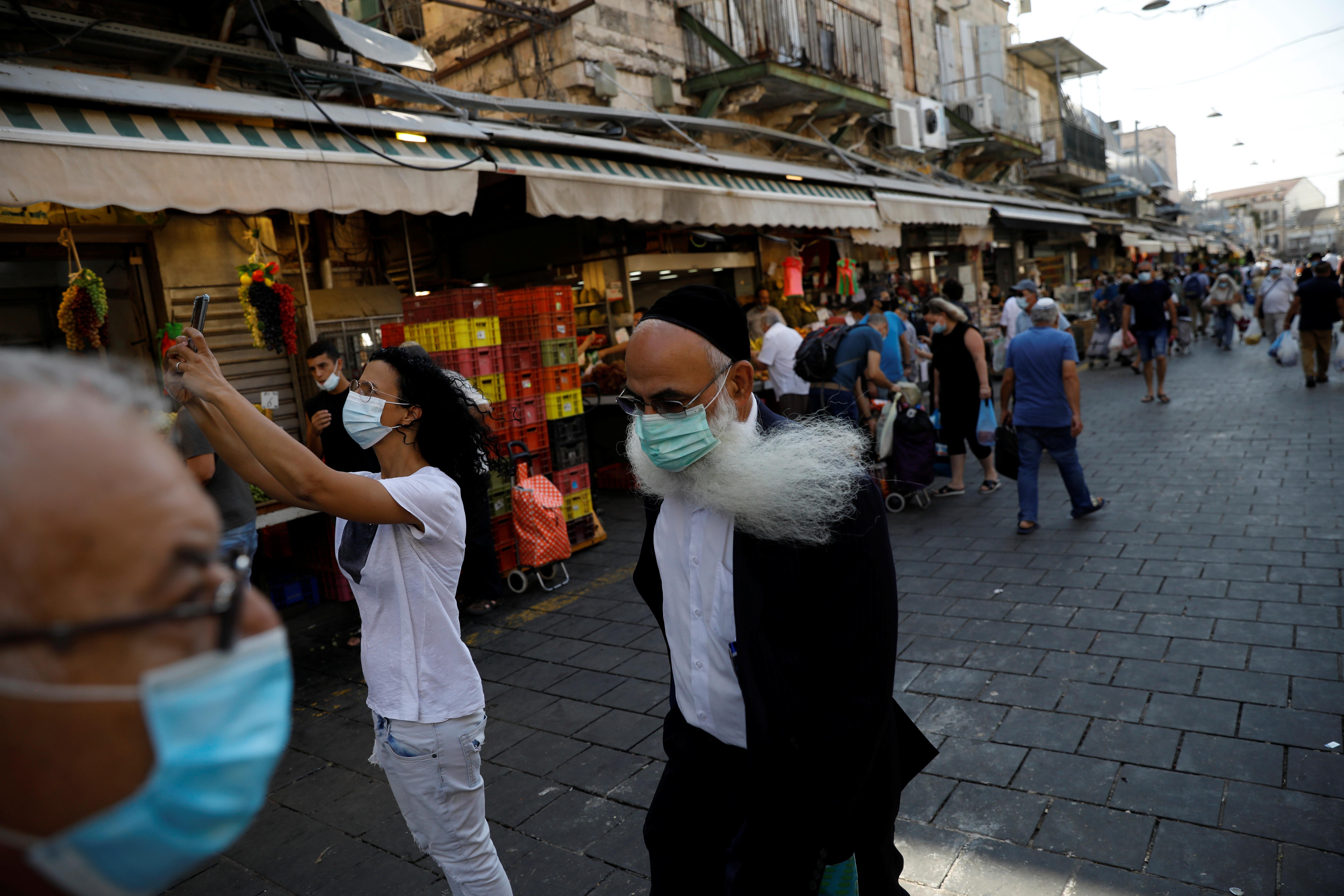 Израиль первым в мире ввел повторный карантин из-за коронавируса