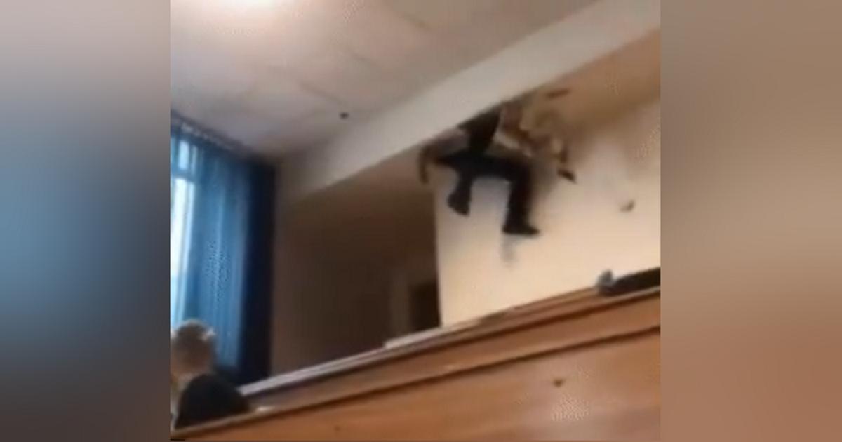 Фото Московский студент «застрял» в вентиляции и попал на видео