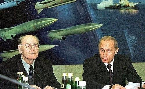 Путин рассекретил создателя российского гиперзвукового оружия и вручил ему орден