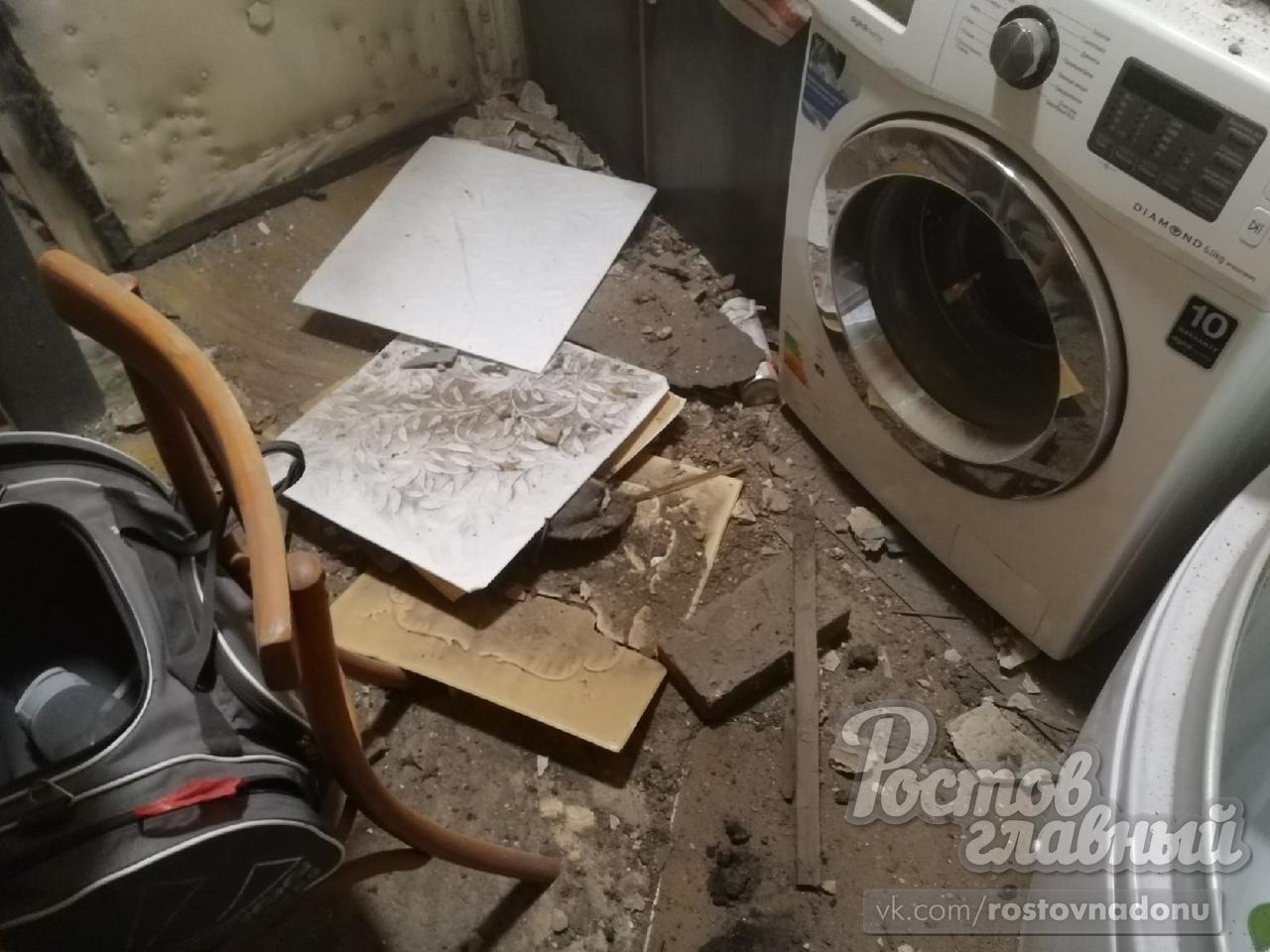 Рабочие ногой проломили потолок в квартире россиянина