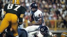 Chicago Bears Legend Gale Sayers Dies At Age 77