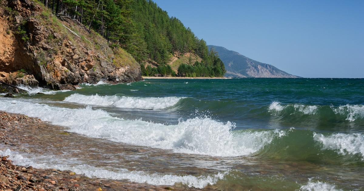Воды Байкала поднялись выше критического уровня
