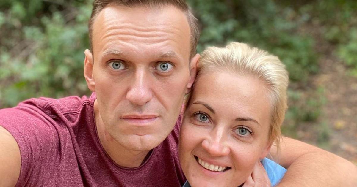 """Навальный поблагодарил пилотов и омских врачей за """"дополнительные 15-20 часов жизни"""""""