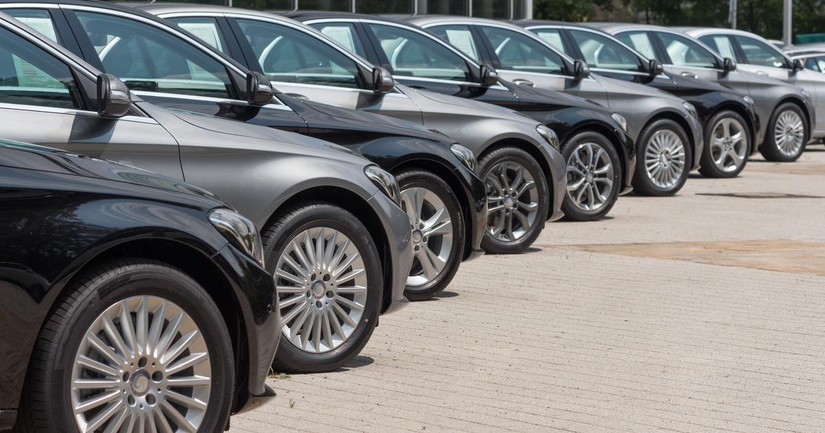 ФТС закупит автомобили в 2 раза дороже разрешенного Медведевым максимума