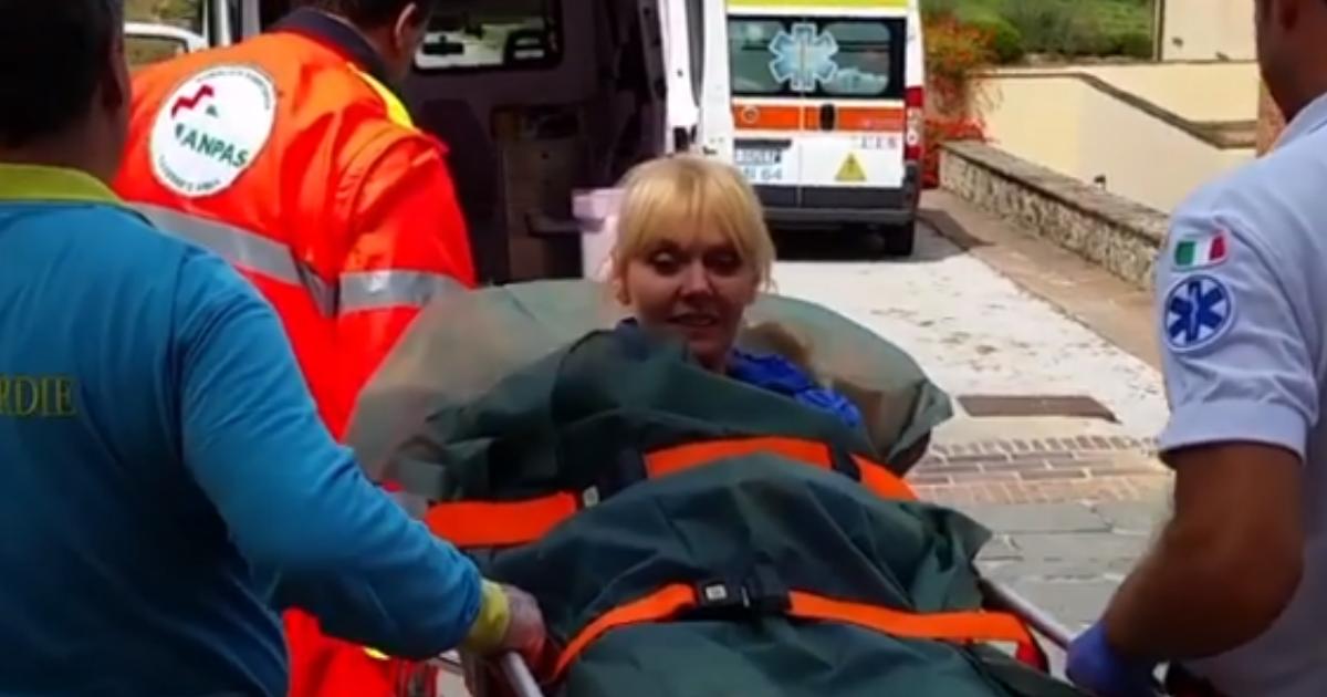 Безумная госпитализация: в Сеть выложили видео с Валерией на носилках