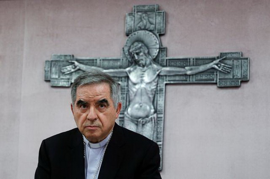 Папа Франциск принял отставку кардинала из своего ближайшего окружения