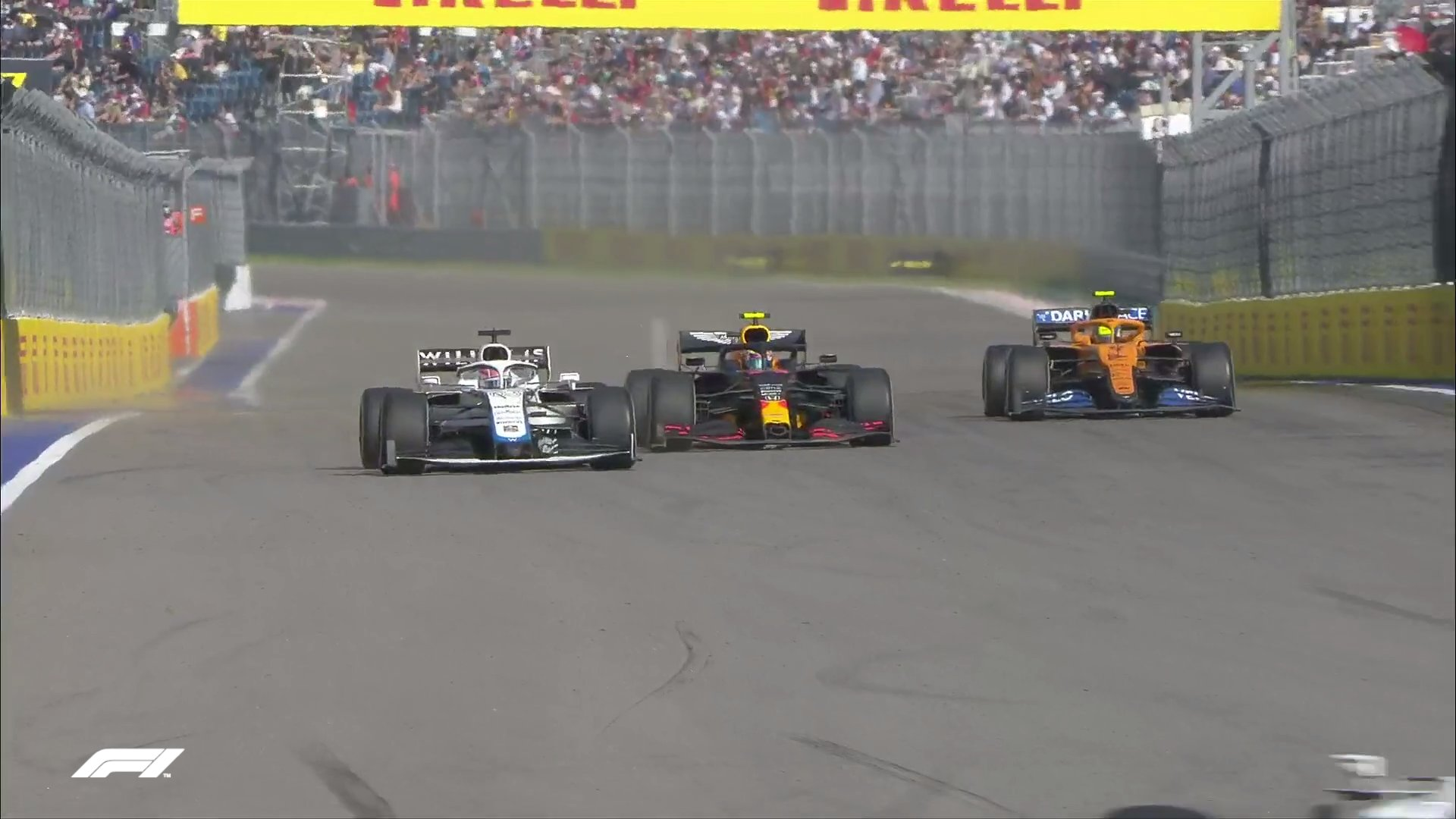 """Вторая гонка """"Формулы-2"""" в Сочи из-за аварии досрочно завершена"""