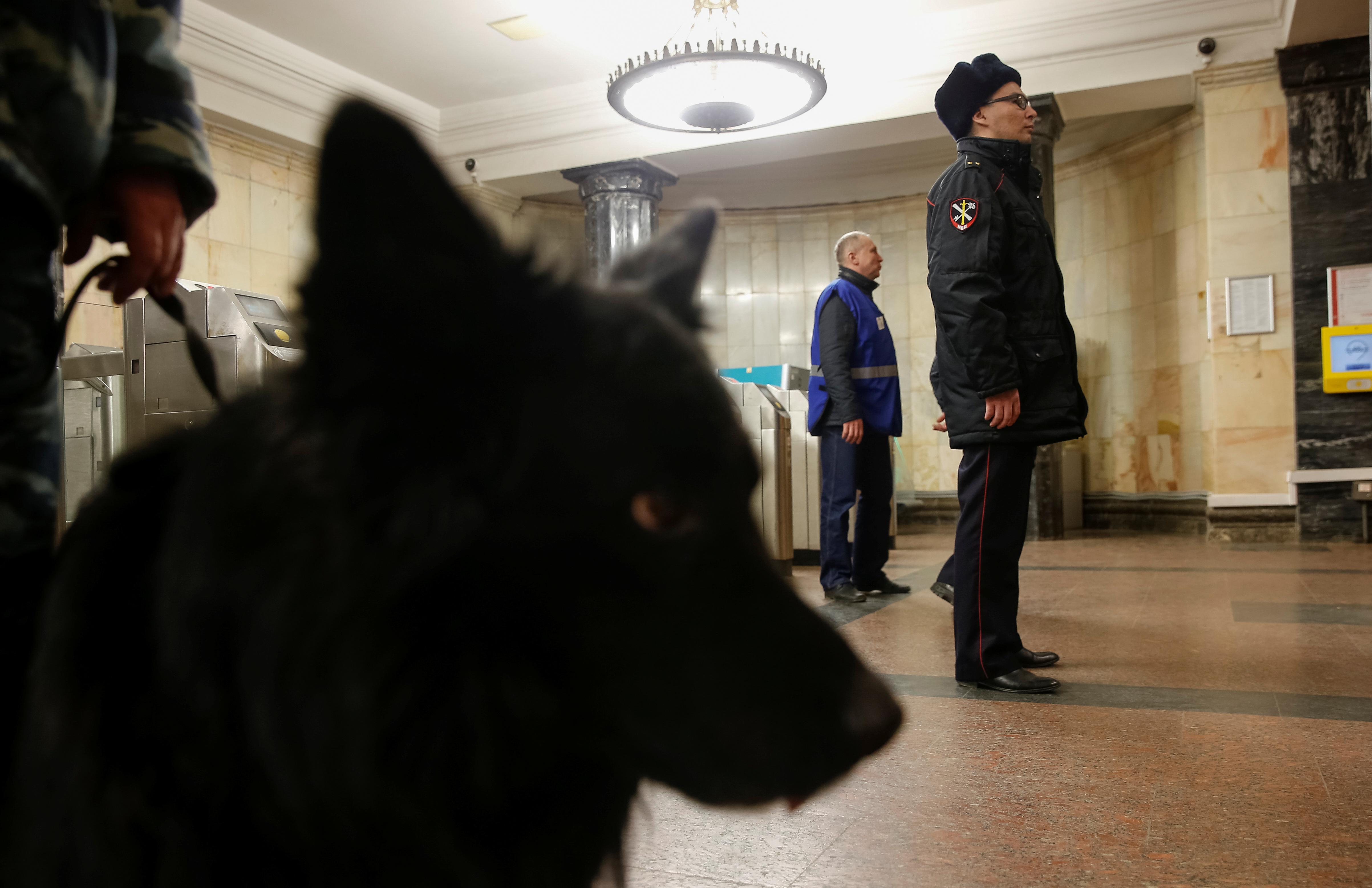 В московском метро стали останавливать людей без масок