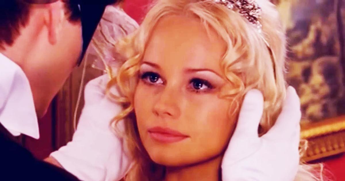 Звезда «Бедной Насти» Елена Корикова показала, как выглядит в 48 (ФОТО)